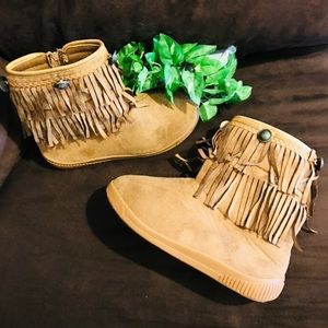 JG Girl's Moccasin Boots